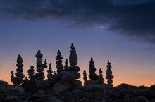 stones, rocks, Quabbin Reservoir, Massachusetts, stone stacking, cairns, rocks, silhouette, dawn, crescent moon, Patrick Zephyr