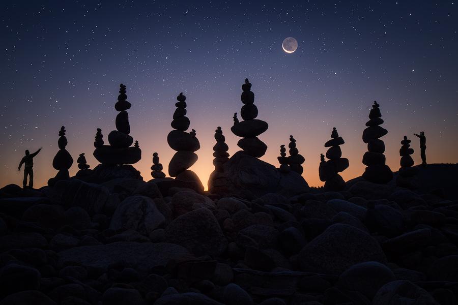 moon, crescent moon, night, stars, quabbin reservoir, massachusetts, cairns, stacking rocks, rocks, dawn, patrick zephyr, photo
