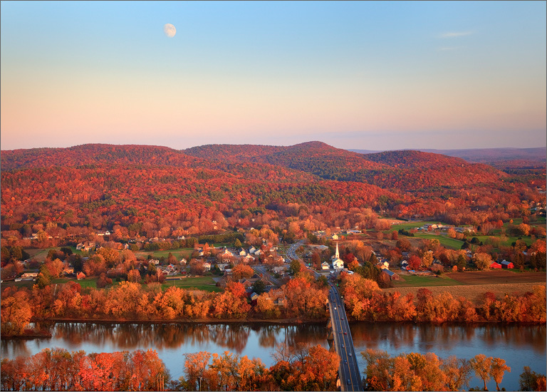 Sunderland, Massachusetts, moon, autumn, sugarloaf mountain, photo