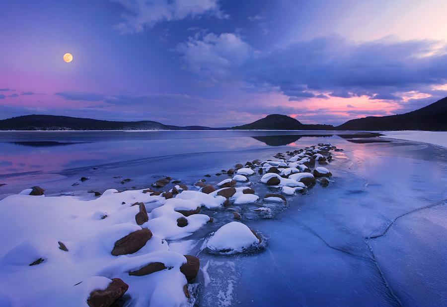 quabbin reservoir, massachusetts, sunrise, ice, winter, moon, snow