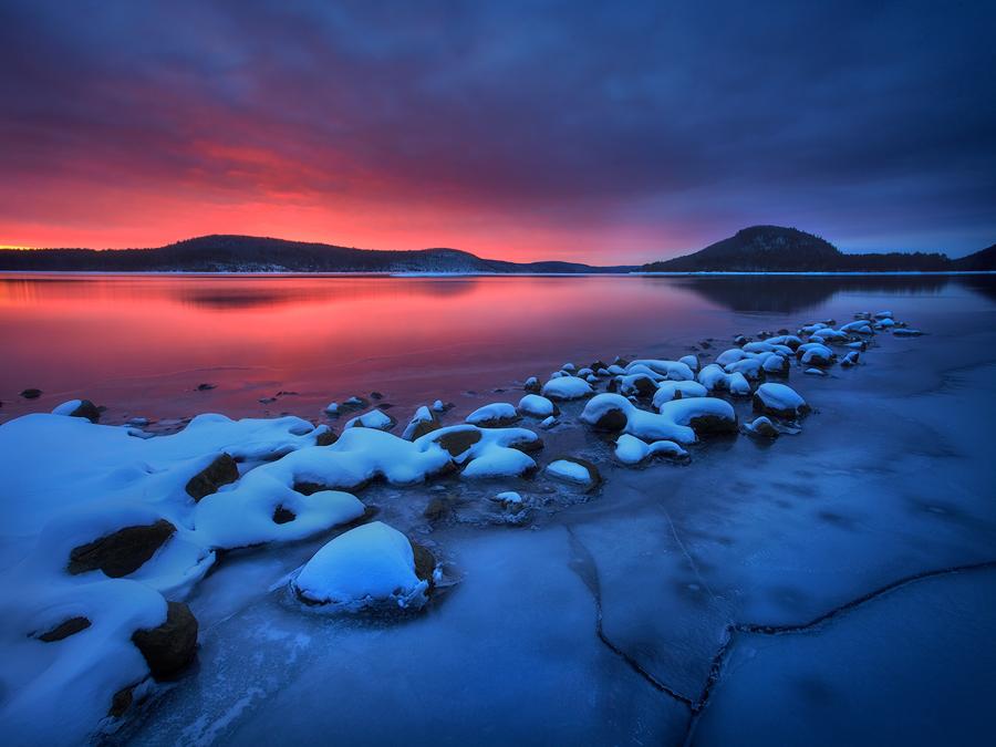 quabbin reservoir, massachusetts, sunrise, ice, winter, moon, snow, photo